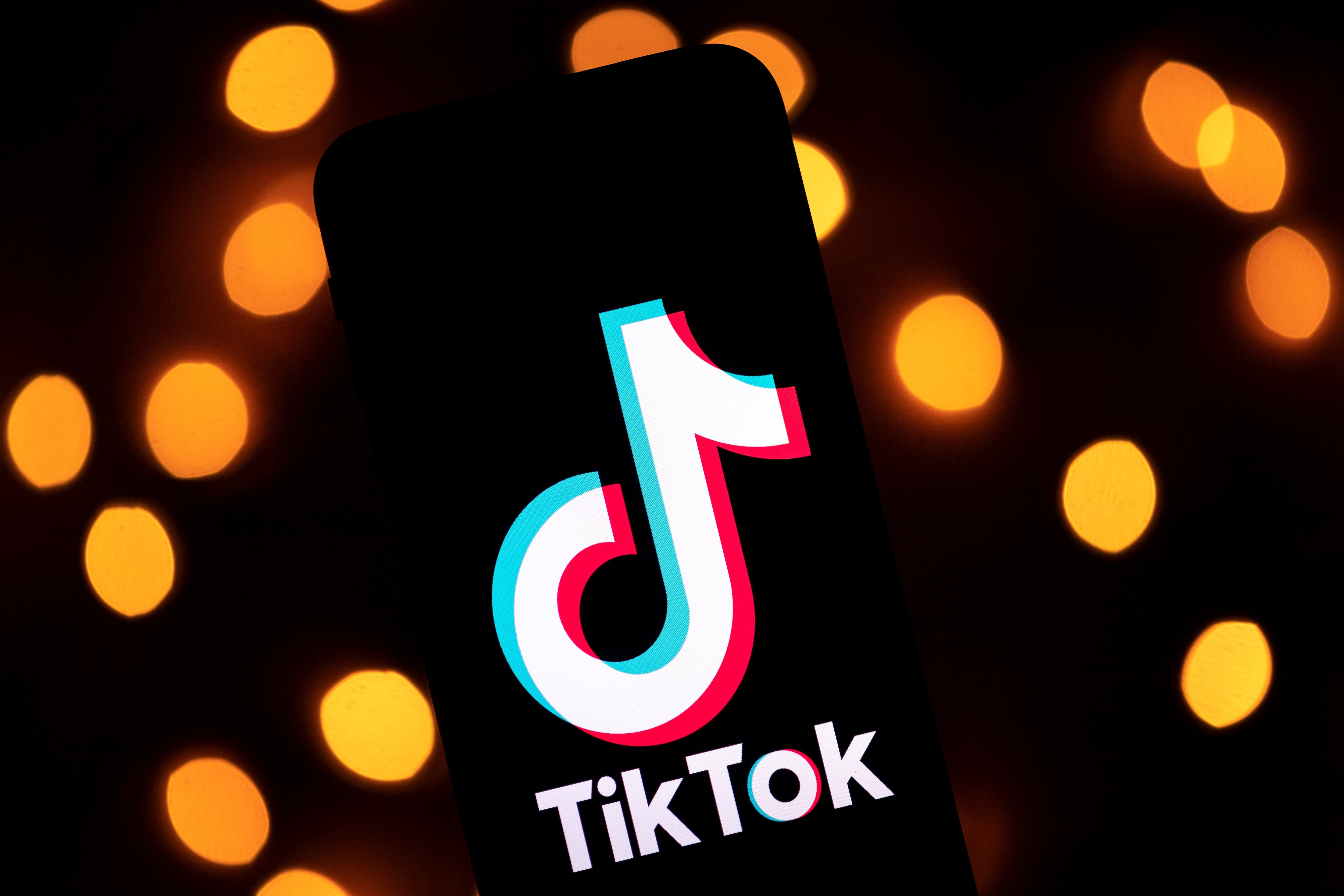 Trump Gives Microsoft 45 Days To Seal Tiktok Deal Voice Of America English