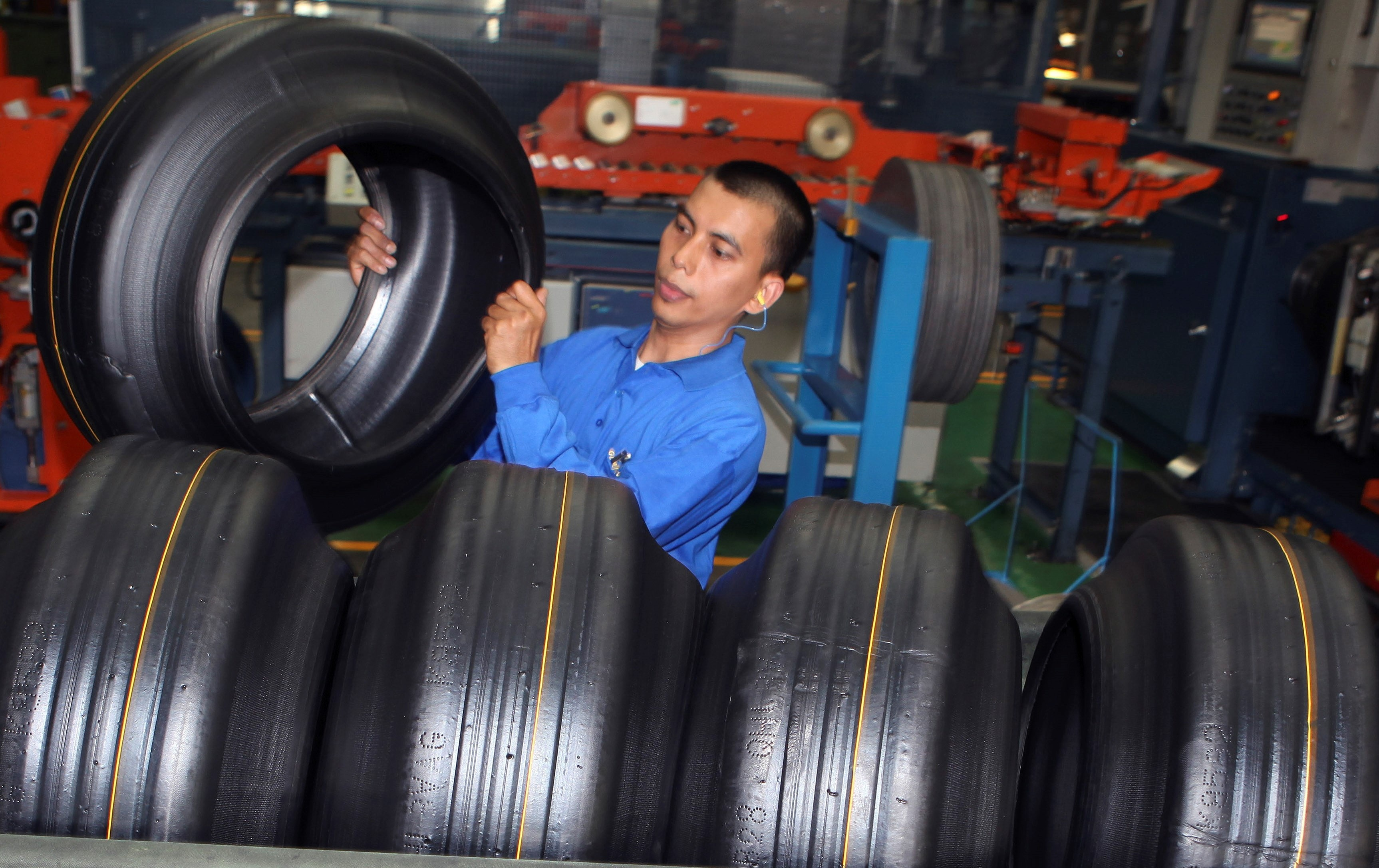 www.voanews.com: Trump Targets Asian Tire Imports in Final Month