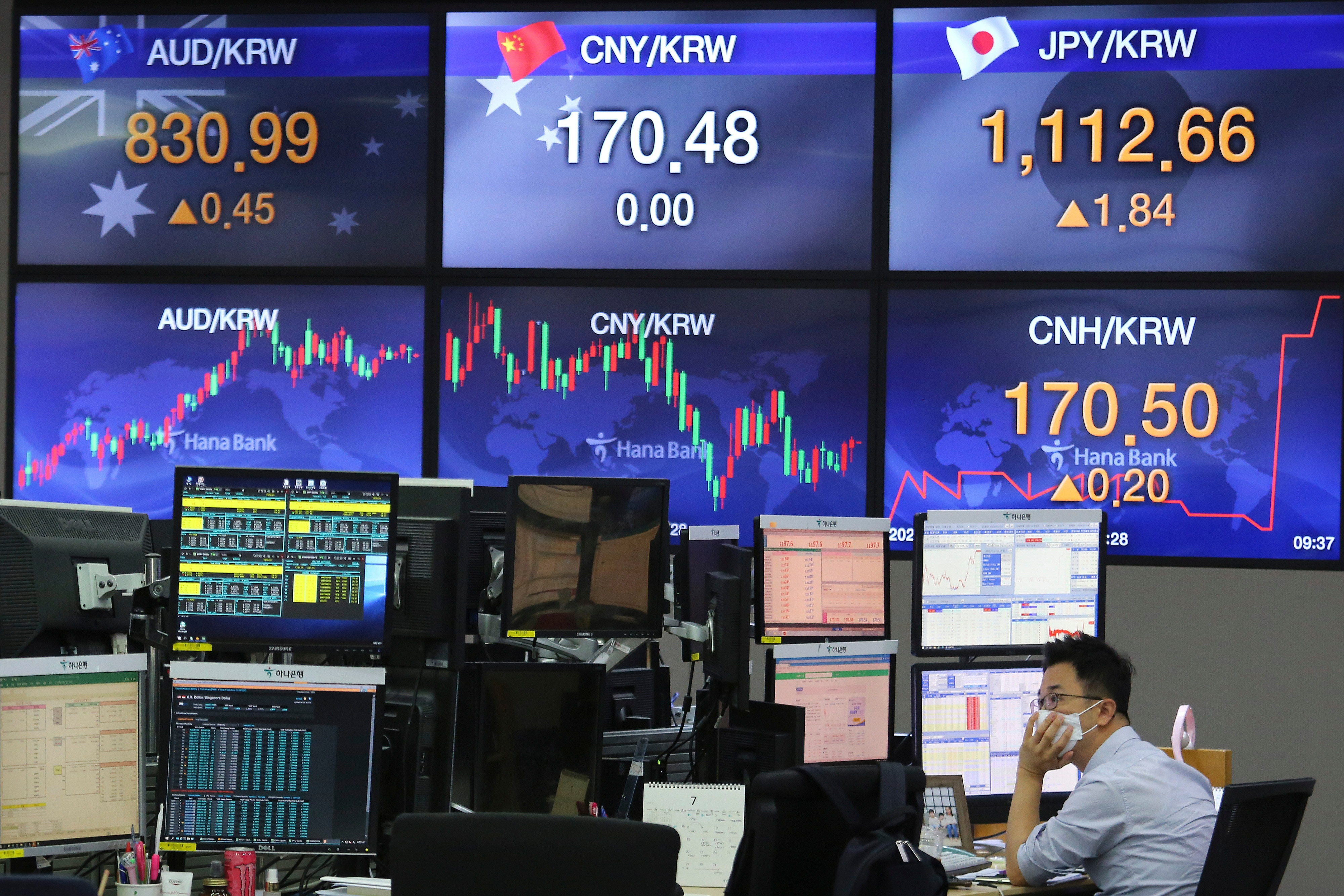 www.voanews.com: Asian Markets Mixed as COVID-19 Pandemic Continues to Cast a Pall