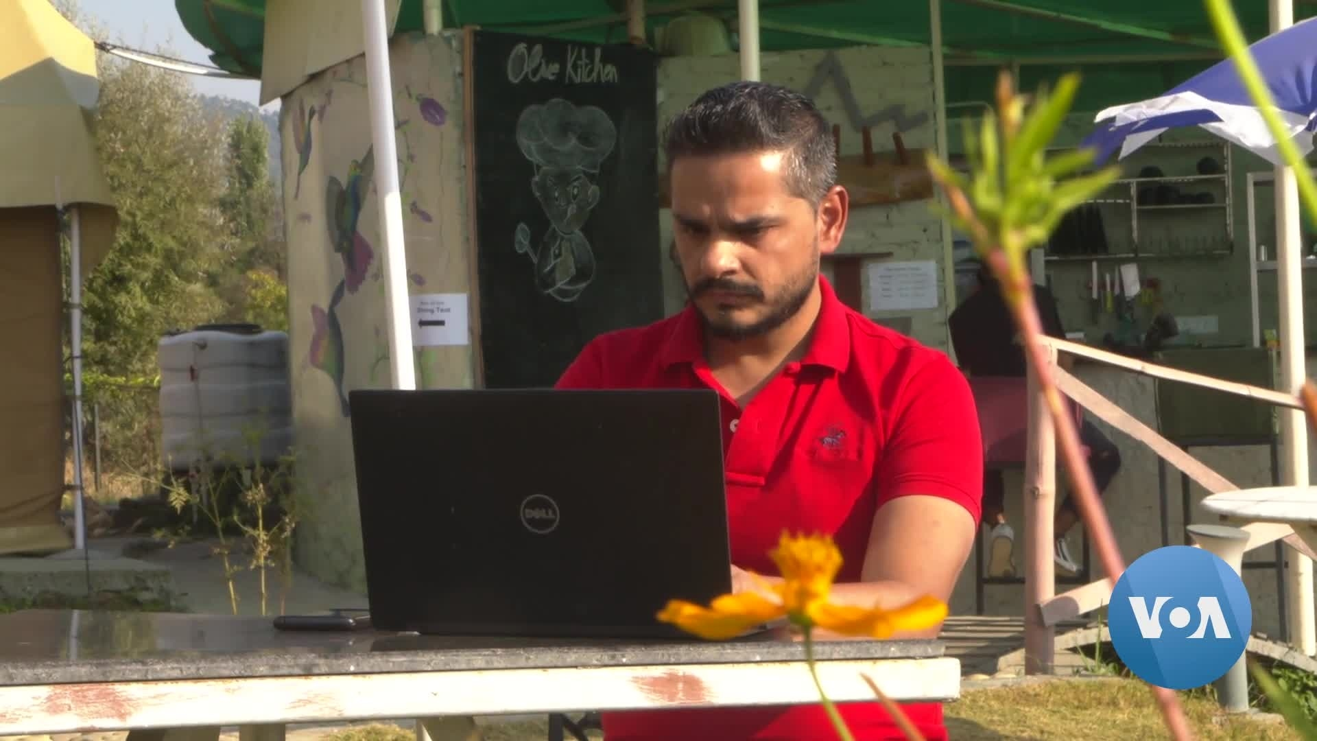 Indian Professionals Abandon COVID-Scarred Cities to Work From Scenic Towns
