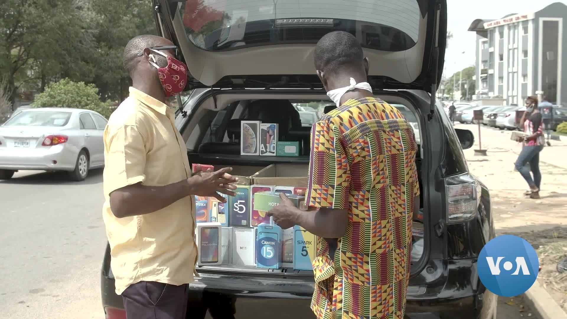 Nigeria Businesses Sell Goods From Car Trunks as Pandemic Workaround