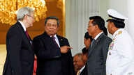 Indonesian President Susilo Bambang Yudhoyono, second left, talks with Australian Prime Minister Kevin Rudd, left, after meeting at Presidential Palace in Bogor, West Java, Indonesia, July 5, 2013.