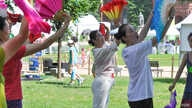 A workshop on fan dancing at the Smithsonian Folklife Festival in Washington, June 25, 2014. (Regina Catipon/VOA