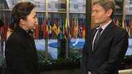 VOA Korean Service's Cho Eunjung (left) interviews U.S. Assistant Secretary of State for Democracy, Human Rights and Labor Tom Malinowski.