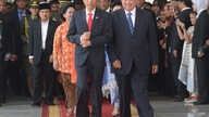 Indonesia's President Joko Widodo, left, walks with his predecessor Susilo Bambang Yudhoyono at the presidential palace in Jakarta, Indonesia, Oct. 20, 2014.