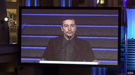 Stevan Dojčinović received the 2019 Knight International Journalism Award at the 35th annual ICFJ  dinner in Washington this week. He used his acceptance speech to warn about spreading nationalist tendencies. (Milan Nešić/VOA)