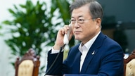 In this photo provided by South Korea Presidential Blue House, South Korean President Moon Jae-in talks with New Zealand Prime…