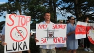 The Belarusian community in the Chicago area holds a rally in support of the uprising in Belarus against the controversial reelection of President Alexander Lukashenko, August 22, 2020. (Kulsoom Khan/VOA)