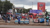 Vendors back to business in Harare to resume operations after the relaxation of a lockdown to contain coronavirus in Zimbabwe, March 2, 2021. (Columbus Mavhunga/VOA)