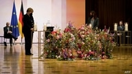 German President Frank-Walter Steinmeier (L), German Chancellor Angela Merkel (2L) and relatives of victims attend a ceremony…