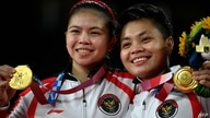 Indonesia's Apriyani Rahayu (R) and Indonesia's Greysia Polii pose with their women's doubles badminton gold medals at a…