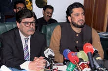 Pakistani Minister of State for Interior Shehryar Afridi (R) and Pakistan's Interior Secretary Azam Suleman Khan give a press conference in Islamabad, Pakistan, March 5, 2019.