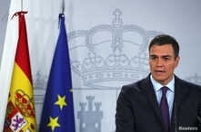 Spain's Prime Minister Pedro Sanchez delivers a statement on the political crisis in Venezuela at the Moncloa Palace in Madrid, Spain, Feb. 4, 2019.