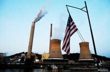 FILE PHOTO:    The U.S. flag flies on  towboat M.K. McNally as it passes Mitchell Power Plant, a coal-fired power-plant operated by American Electric Power, on the Ohio River in Moundsville, West Virginia, U.S., Sept. 10, 2017.