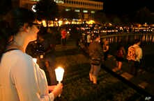 Students and supporters take part in a candle light vigil at the University of Central Florida, Sept. 3, 2014, in Orlando, Florida, to honor Steven Sotloff, an American journalist to be beheaded by Islamic State militants in two weeks. Sotloff attend