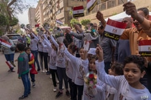 Egyptian children cheer outside a polling station in downtown Cairo. Egypt's leaders hoped a high turnout Monday would bolster the poll's legitimacy, March 26, 2018. (H. Elrasam for VOA)