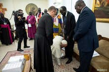 Pope Francis kneels to kiss feet of the President of South Sudan Salva Kiir at the end of a two day spiritual retreat with South Sudan leaders at the Vatican, April 11, 2019.