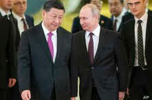 Russian President Vladimir Putin, right, and Chinese President Xi Jinping enter a hall for the talks in the Kremlin in Moscow, Russia, June 5, 2019. C