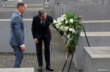 U.S. Secretary of State Antony Blinken and German Foreign Minister Heiko Maas pay hommage to the victims of the Holocaust