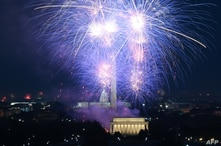 Fireworks illuminate the sky above the Lincoln Memorial on the National Mall during Independence Day celebrations in Washington, July 4, 2021.