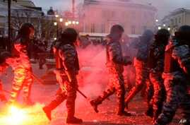 Football Fans, Anti-Riot Police Clash in Moscow Leaving Several Injured