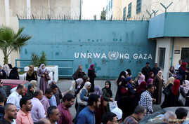 FILE - Palestinian employees of United Nations Relief and Works Agency (UNRWA) take part in a protest against job cuts by UNRWA, in Gaza City September 19, 2018.