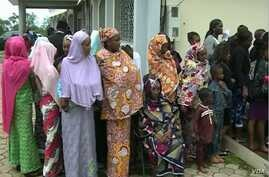 Internally displaced people line up to receive aid in Bamenda, April 3, 2019.