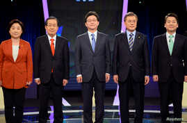 (L-R) Sim Sang-jung, candidate of the leftist Justice Party, Hong Joon-pyo, candidate of the conservative Liberty Korea Party, Yoo Seung-min, candidate of the conservative Bareun Party, Moon Jae-in, candidate of the liberal Democratic Party of Korea ...