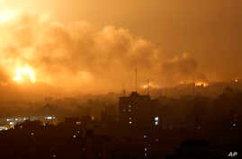 Smoke rises as flames spread across buildings after Israeli strikes in the Shijaiyah neighborhood in Gaza City, July 22, 2014.