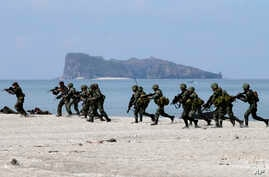 US and Philippine marines storm the beach as they simulate an amphibious landing during the joint US-Philippines military exercise dubbed Balikatan 2014, at the Naval Training Exercise Command, a former U.S. naval base, at San Antonio township, Zamba