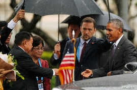 U.S. President Barack Obama (R) is welcome by Laos President Bounnhang Vorachith at the Presidential Palace in Vientiane, Laos, September 6, 2016.