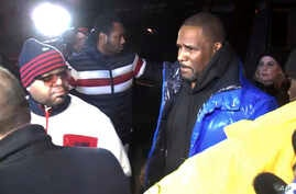 R. Kelly turns himself in at 1st District police headquarters in Chicago, Feb. 22, 2019