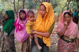 Four Rohingya women in an illegal Rohingya colony in Bangladesh (Dec. 26, 2016). The four women, who fled their villages in Myanmar this month, said that they had been raped by soldiers and Buddhist men. (Saiful Islam for VOA)