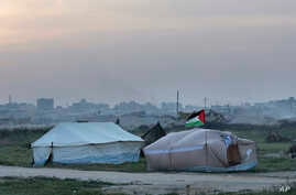 Palestinians are setting up tents in preparation for mass demonstrations along the Gaza strip border with Israel, in eastern Gaza City, March 27, 2018.