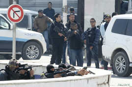 Police officers are seen outside parliament in Tunis March 18, 2015. Gunmen attacked Tunisia's national museum near its parliament on Wednesday, killing at least seven tourists and taking others hostage inside the building, the government said.   REU