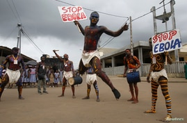 Actors parade on a street after performing at Anono school, during an awareness campaign against Ebola in Abidjan September 25, 2014. REUTERS/Luc Gnago (IVORY COAST - Tags: HEALTH EDUCATION) - RTR47QFF