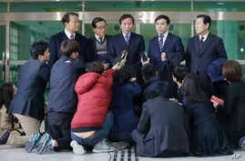Chung Ki-sup, top center, the head of the council of South Korean companies operating in the Kaesong factory park, speaks to the media after returning from North Korea's Kaesong Industrial Complex, at the Inter-Korean Transit Office near the border v