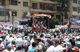 Braving Scorching Heat, Egyptians Rally to Press for Reforms