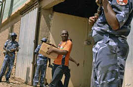 Sudanese policemen guard a warehouse where referendum materials were handed over to Southern Sudanese authorities, 30 Oct 2010 in Khartoum