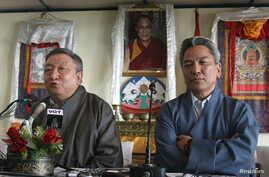 Lodi Gyari, left, and Kelsang Gyaltsen, envoys of the Dalai Lama, address a news conference in the northern Indian hill town of Dharamsala. (File)