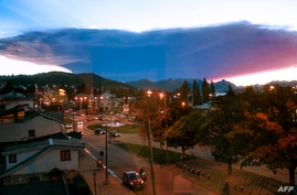 Picture taken from behind a window in Bariloche, province of Rio Negro, Argentina, of an ash cloud from the Calbuco volcano in neighboring Chile, April 23, 2015. (Secretaria de Medios Rio Negro / Daniel Ortiz)
