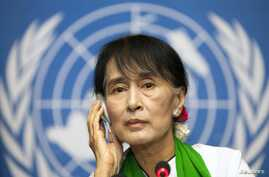 Burmese pro-democracy leader Aung San Sui Kyi attends a news conference after addressing the 101st session of the International Labor Conference of the International Labor Organization at the United Nations European headquarters in Geneva, June 14, 2