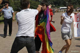 An anti-gay protester (front) clashes with a gay rights activist during a Gay Pride event in St. Petersburg, Russia, in this June 29, 2013, file photo.