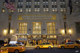 Taxis pull up in front of the renowned Waldorf Astoria hotel in New York, Feb. 28, 2017. The hotel, purchased by the Anbang Insurance Group, a Chinese company, closed March 1 for two to three years for renovation.