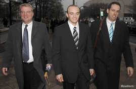 Blackwater Worldwide security guard Nick Slatten, center, leaves the federal courthouse after being arraigned with 4 fellow Blackwater guards, Jan. 6, 2009 in Washington.