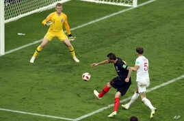 Croatia's Mario Mandzukic (2nd-R) scores his side's second goal during the semifinal match between Croatia and England at the 2018 soccer World Cup in the Luzhniki Stadium in Moscow, Russia, July 11, 2018.