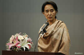 Burma's pro-democracy leader Aung San Suu Kyi delivers a speech during a meeting with a group of Burmese citizens residing in Tokyo, Japan, Apr 13, 2013.
