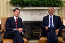President Barack Obama, right, meets with Mexican President Enrique Pena Nieto, left, in the Oval Office of the White House in Washington, July 22, 2016.