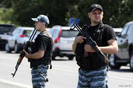 Armed pro-Russian separatists stand guard in the suburbs of Shakhtarsk, Donetsk region, eastern Ukraine, July 28, 2014.