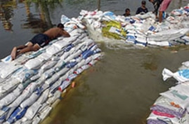 Thailand Bows to Flood Surge, Says Gates Must Open